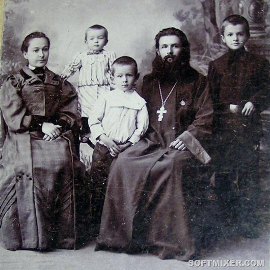 Священник Иван Виноградов с семьёй. Ф. нач. XX в. из архива Г.Д. Мироновой. Публикуется впервые