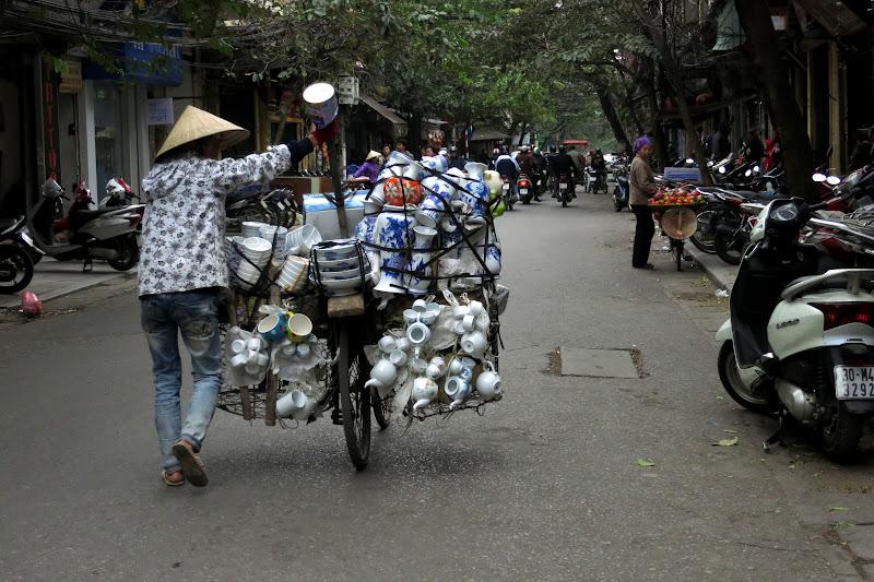 Porcelain vendor, Old Quarter