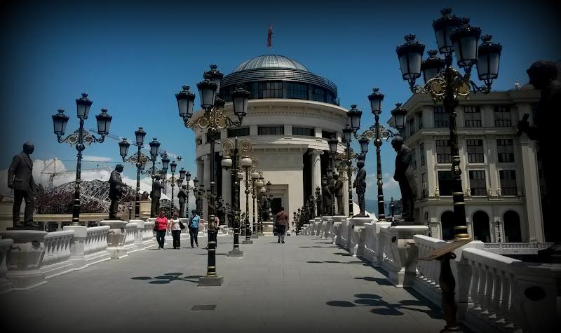 Sie haben uns ein Denkmal gebaut.... Skopje