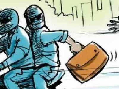 लूट-बैंक से रुपये निकालकर घर ले जा रहे ब्यक्ति से लूट