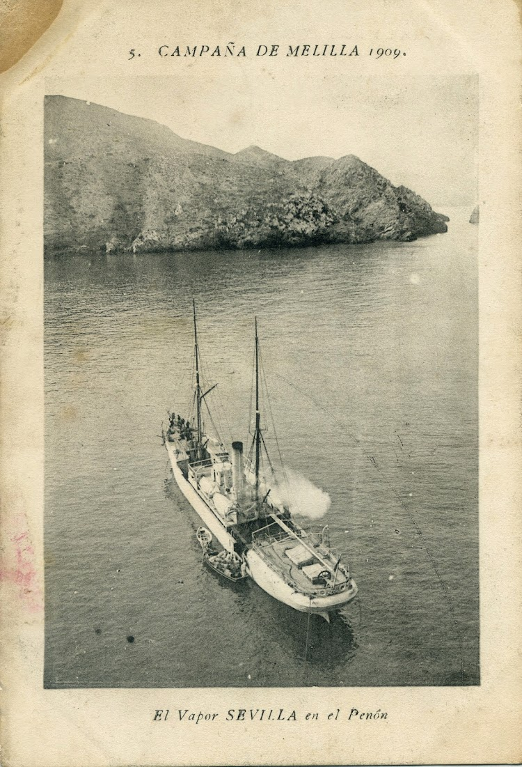 1909. Peñon de Alhucemas. El vapor SEVILLA fondeado.jpg