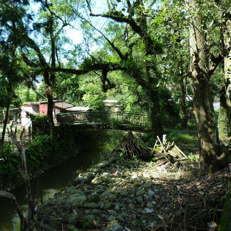 Puli  en passant , entre autres, par les villages de l ethnie Bunum de Loloko et Dili. J 10 - P1160755.JPG