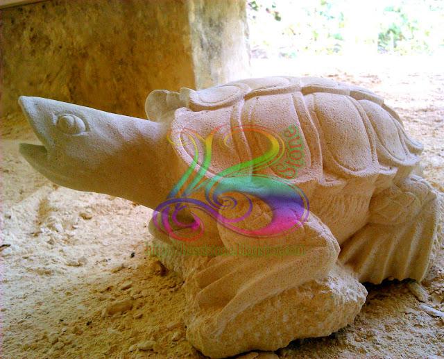 Patung kura-kura batu alam