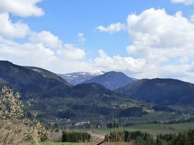 Blick zur schneebedeckten Gerlitzen