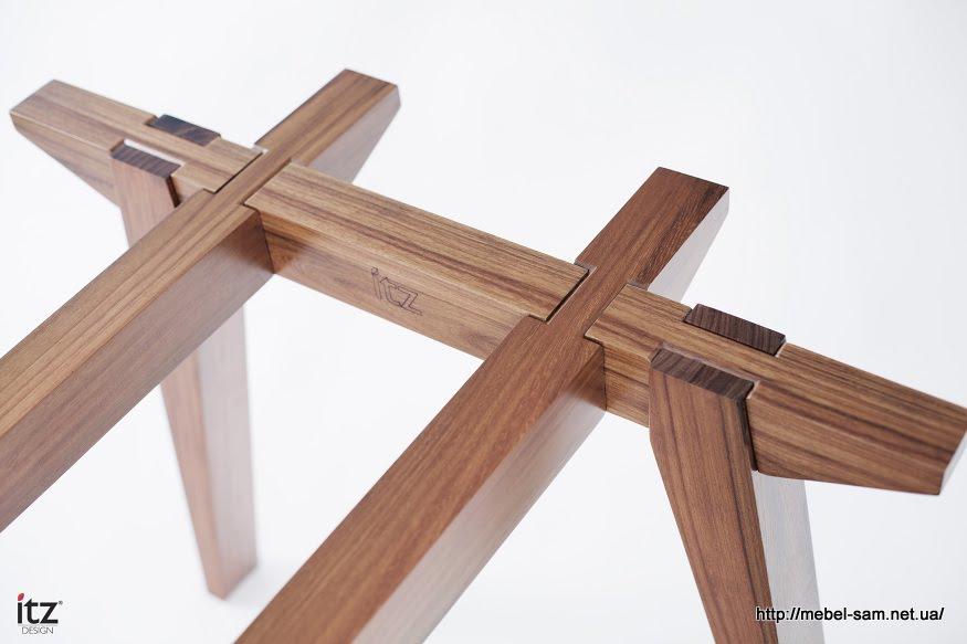 Все детали стола собираются как конструктор паз в паз
