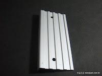 裝潢五金品名:5024-樓梯止滑條規格:4.5*600CM顏色:鋁色註:尺寸可裁切功能:可裝於樓梯台階上有止滑作用玖品五金