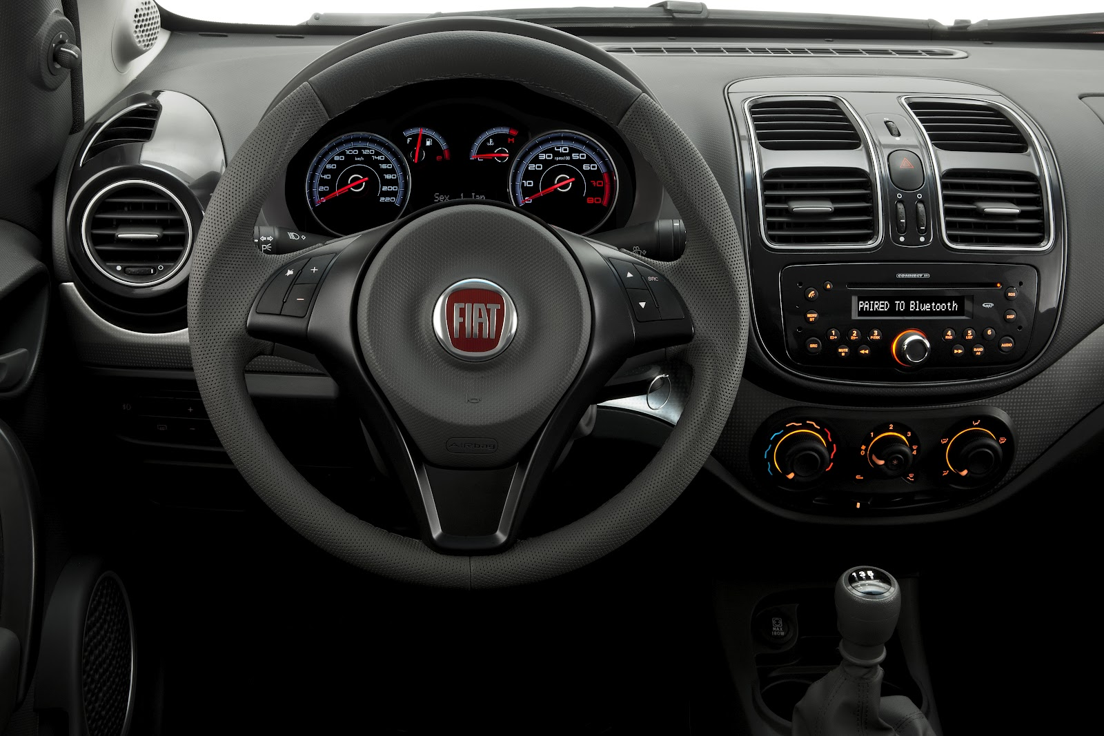 Fiat Grand Siena já está disponível para demonstração e teste na Carboni Fiat attractive 025