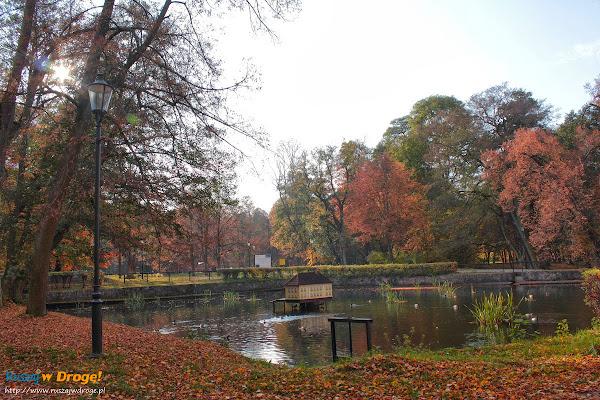 Wejherowo - przed Pałacem Przebendowskich w parku miejskim