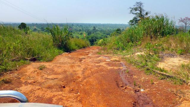 Piste au nord de Kumasi vers Boabeng (Ghana), 8 décembre 2013. Photo : J.-F. Christensen
