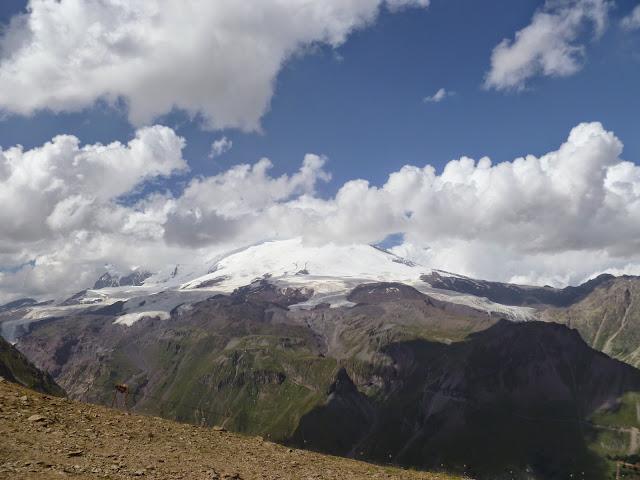 L'Elbruz depuis Cheget, 2800 m (Terskol, Kabardino-Balkarie), 12 août 2014. Photo : J. Marquet