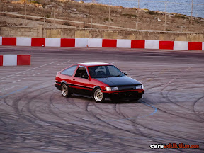 Toyota AE86 drifting
