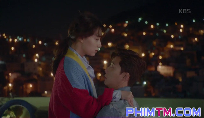 Nổi cơn ghen, Park Seo Joon… áp mặt sát vào Kim Ji Won - Ảnh 6.