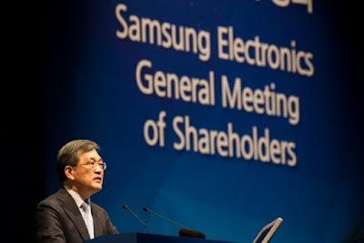 Smartphone maker Samsung backs away from planned split  25255BUNSET 25255D