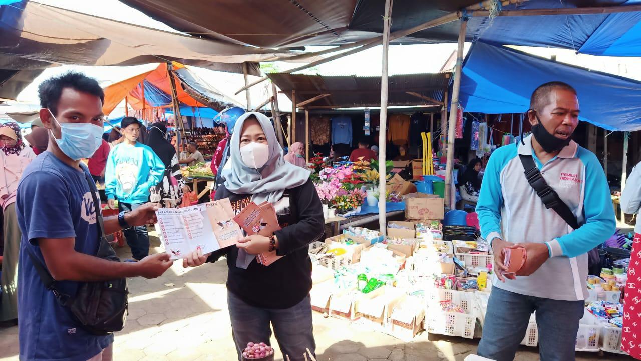 Sukseskan Pilkada 2020 KPU Soppeng Gencarkan Sosialisasi di Pasar Tradisional