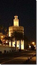 sevilha-torre-del-oro-a-noite