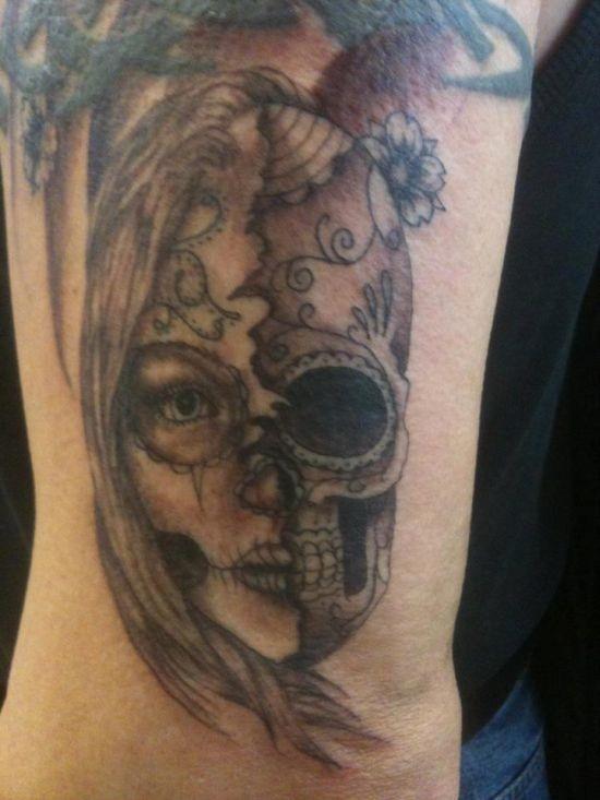 metade_mulher_metade_do_açcar_crnio_desenhos_de_tatuagem