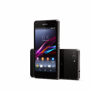 12_Xperia_Z1_Compact_Black_Group.jpg