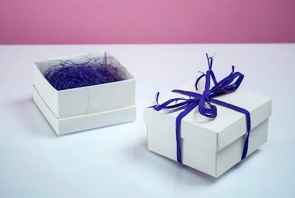 Коробка біла з наповнювачем (маленька) №0003