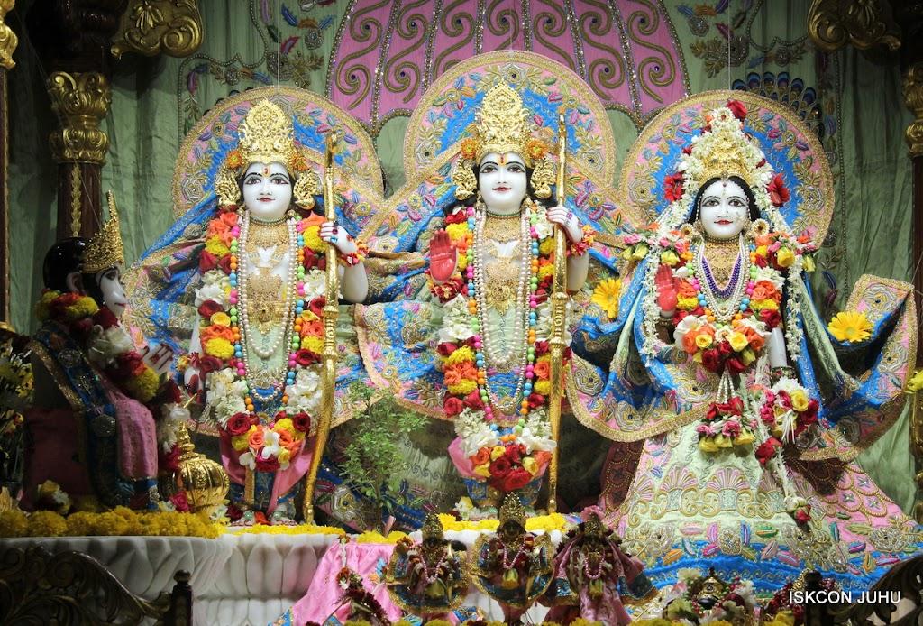 ISKCON Juhu Sringar Deity Darshan 10 Apr 16 (26)