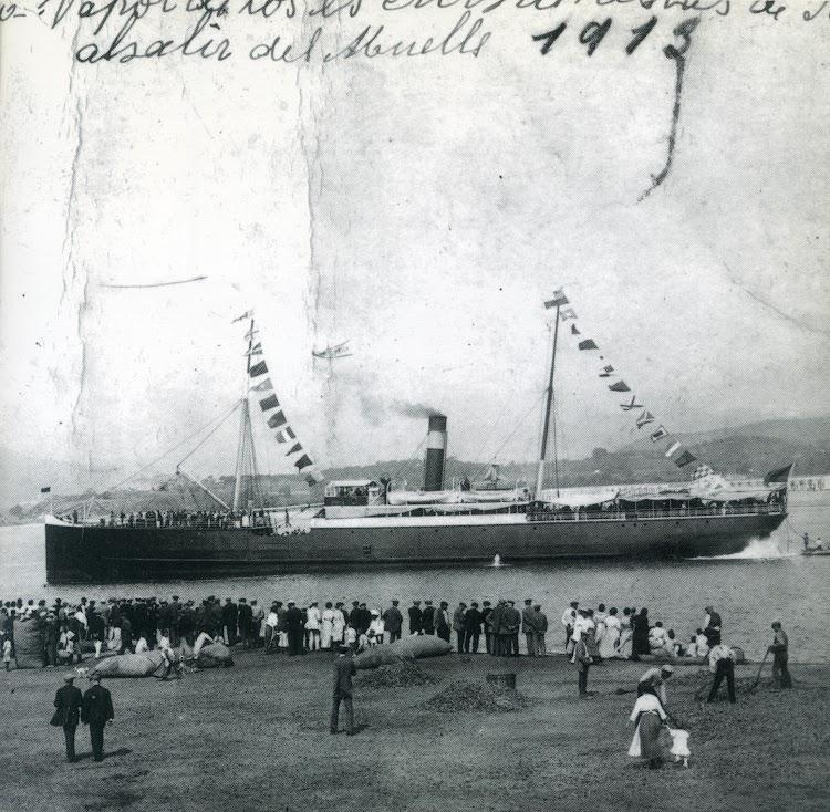Septiembre de 1913. El VICENTE SALINAS en Sant Feliu de Guixols fletado por el Ateneo enciclopédico popular de Barcelona. Foto Museu Maritim de Barcelona.jpg