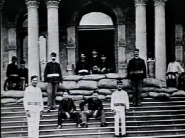 [Cannon-on-the-steps-of-Iolani-palace%5B2%5D]