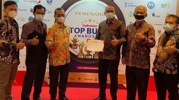 Dipimpin Khairul Ikhwan, Perumda Tirta Sago Payakumbuh Raih TOP BUMD Award 2021