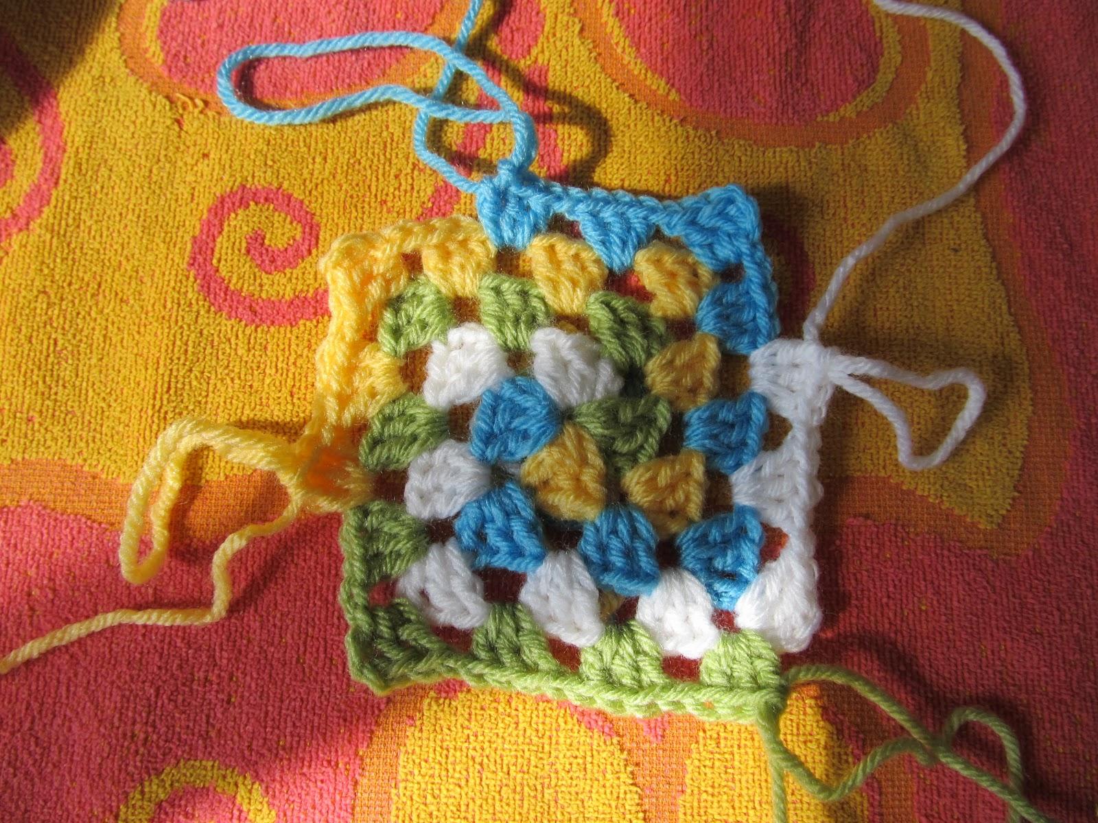 Free Crochet Pattern Spiral Granny Square : SmoothFox Crochet and Knit: SmoothFoxs Spiral Granny ...