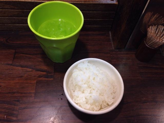 お水とランチご飯