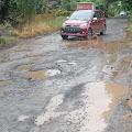 Pengguna Jalan Soroti Ruas Jalan Poros Propinsi Soppeng-Wajo