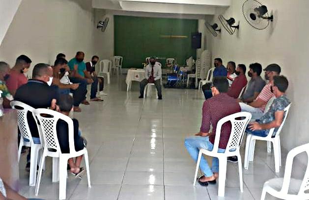 Lideres evangélicos de Itapiuna se reúnem com vereadores para falar sobre projeto de lei que coloca igreja como atividade essencial no município