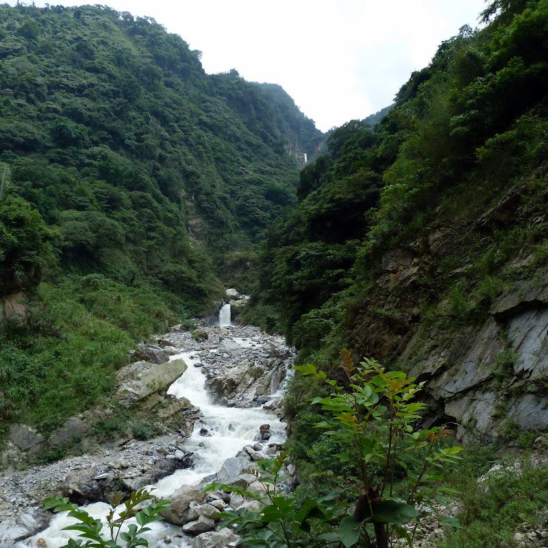 Puli  en passant , entre autres, par les villages de l ethnie Bunum de Loloko et Dili. J 10 - P1170012.JPG