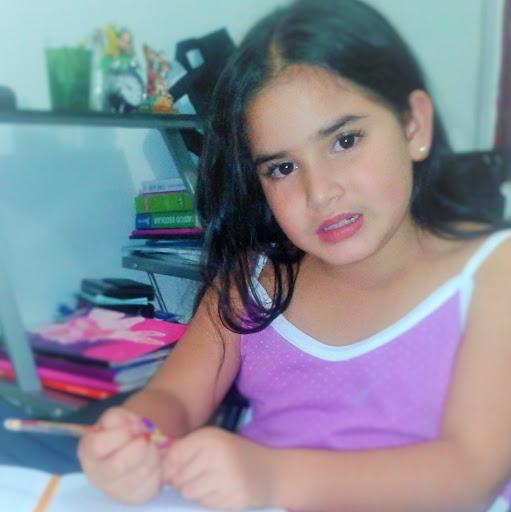 Gloria Quiroz Photo 21