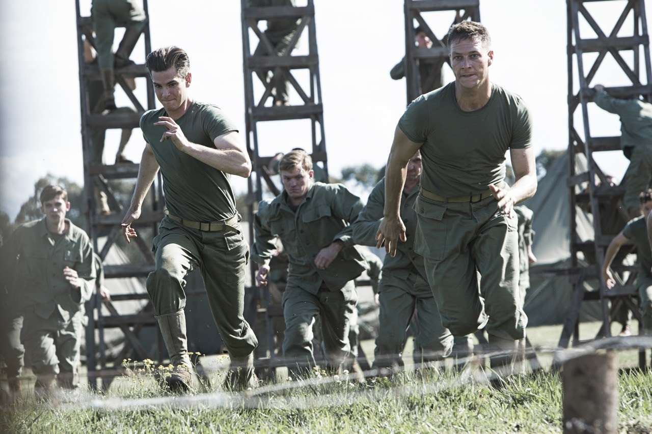 Desmond Doss (Andrew Garfield, left) and Smitty Ryker (Luke Bracey, right) in HACKSAW RIDGE. (Photo by Mark Rogers / Lionsgate).