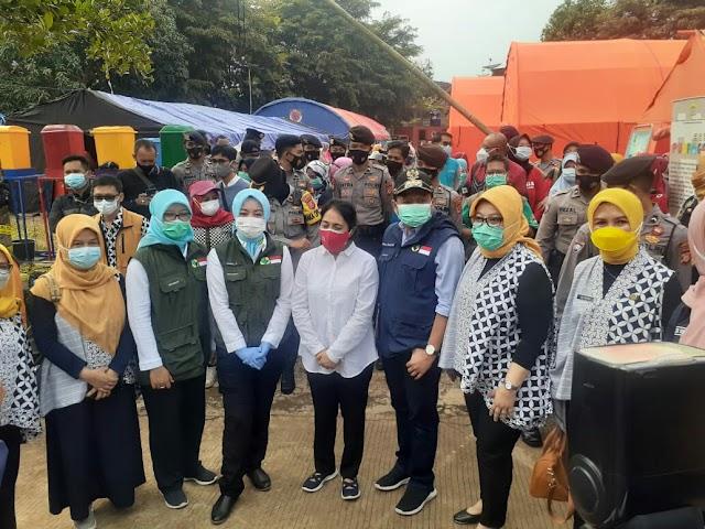 Pastikan Ibu Dan Anak Aman, Menteri PPPA RI Kunjungi Posko Bencana Sumedang