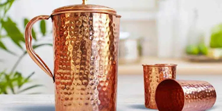 Drinking water from a copper pot