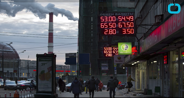 Exchange rates displayed on a street in Russia. Photo: Wochit