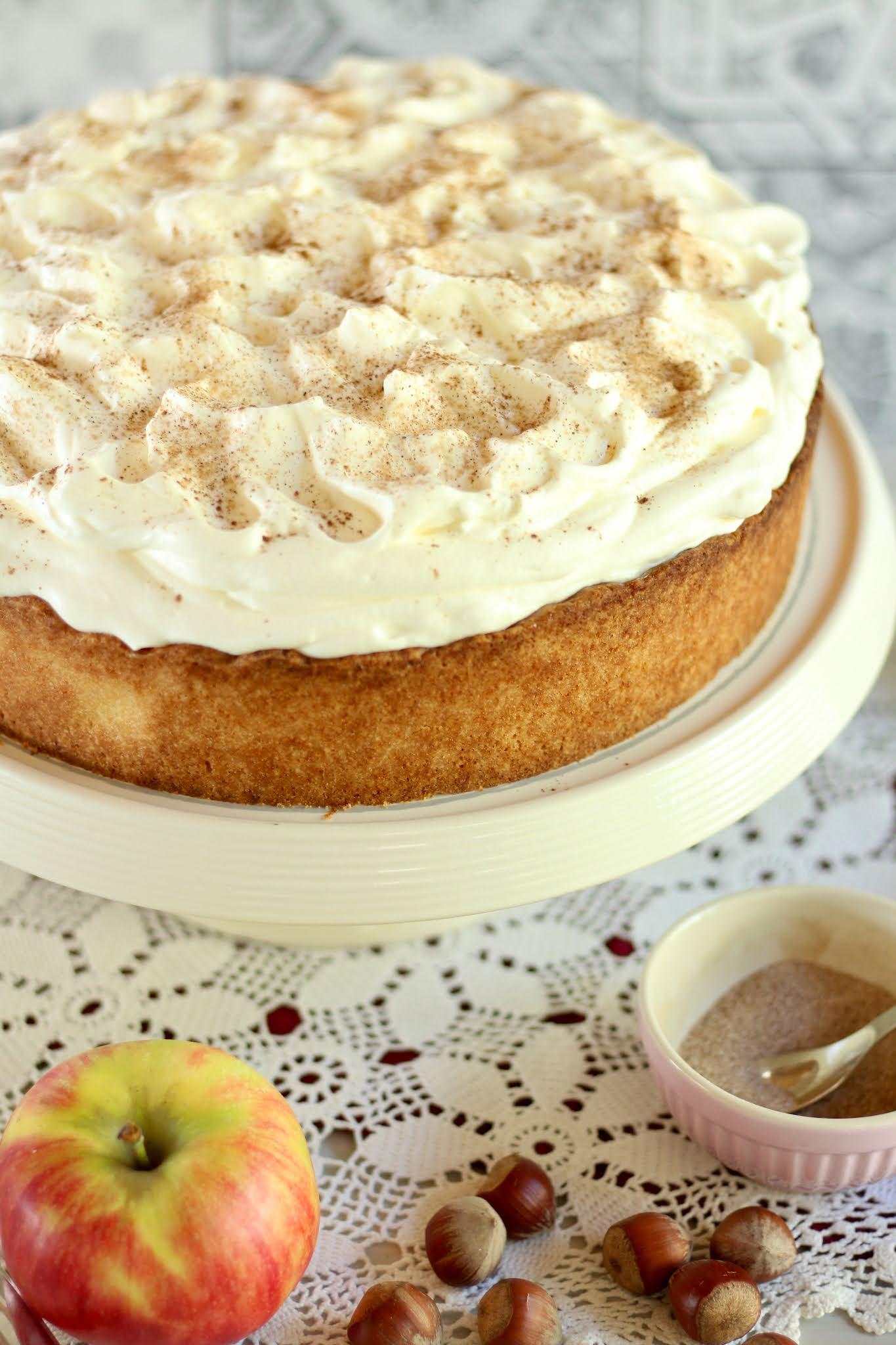 Himmlische Apfel-Schmand-Torte mit feinstem Mürbeteig, Apfel-Pudding-Fülle und Schmand-Zimt-Sahne! Rezept und Video von Sugarprincess