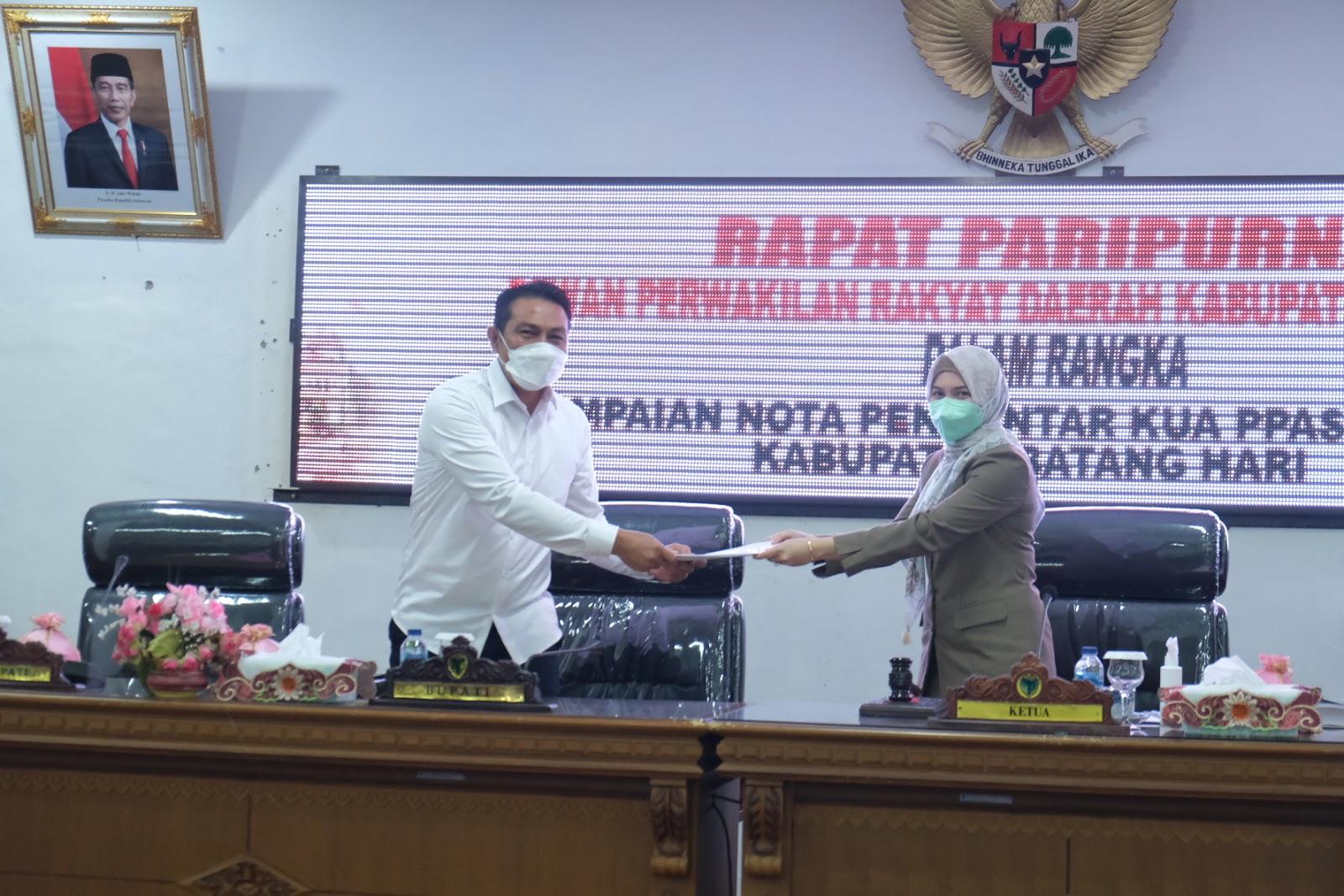 Anita Yasmin Terima Nota Pengantar KUA PPAS RAPBD 2022