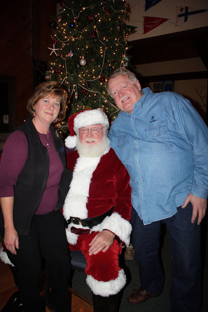 2009 Clubhouse Christmas Decorating Party - CoupleVert2.jpg