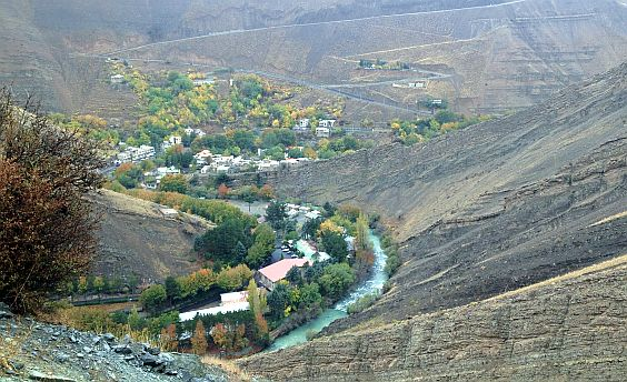 Karaj-Tal: Chalus-Road bei Khozankala mit den Serpentinen zur Staumauer
