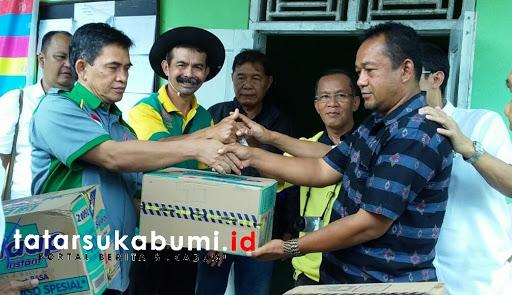 Ketua PGRI berikan logistik kepada Pengungsi Longsor Cisolok Sukabumi