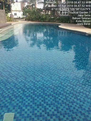 kolam renang tropical garden