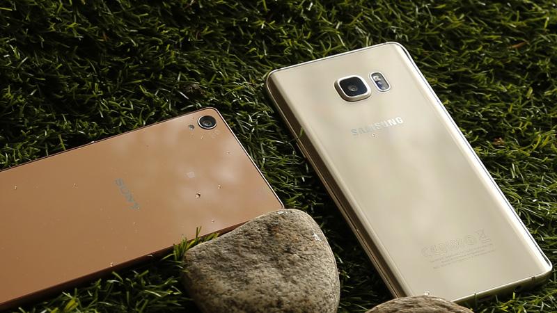 So sánh mặt lưng Note 5 và Z3