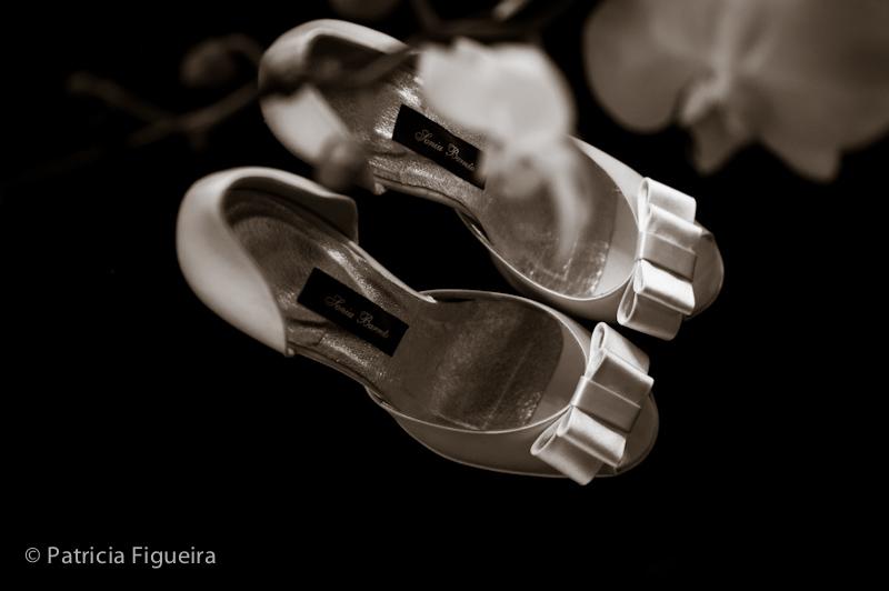 Foto de casamento 0099pb de Mônica e Diogo. Marcações: 20/08/2011, Casamento Monica e Diogo, Rio de Janeiro, Sapato, Sonia Barreto.