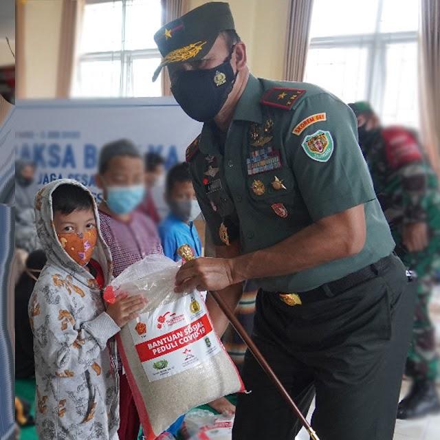 Jumat Berbagi Danrem 061/Sk Untuk 400 Yatim Dan Kaum Jompo