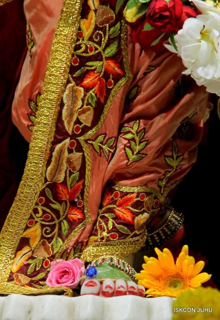 ISKCON Juhu Sringar Deity Darshan on 30th May 2016 (37)
