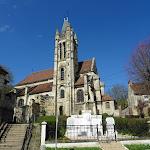 Monument aux morts et église Saint-Pierre-Saint-Paul de Goussainville