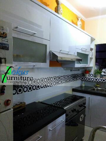 Kitchen set di cibubur kota wisata furniture kitchen set for Kitchen set lurus