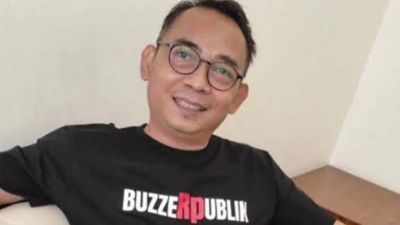 Sindir Pihak yang Kaitkan Penembakan Ustaz dengan PKI, Eko Kuntadhi: Mereka Beneran Gila PKI!