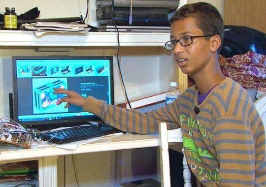 Jam ciptaan remaja Muslim Ahmed disangka bom akhirnya pikat Obama, firma gergasi